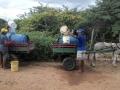 Residentes de Cascavel buscando agua en la cisterna publica 3