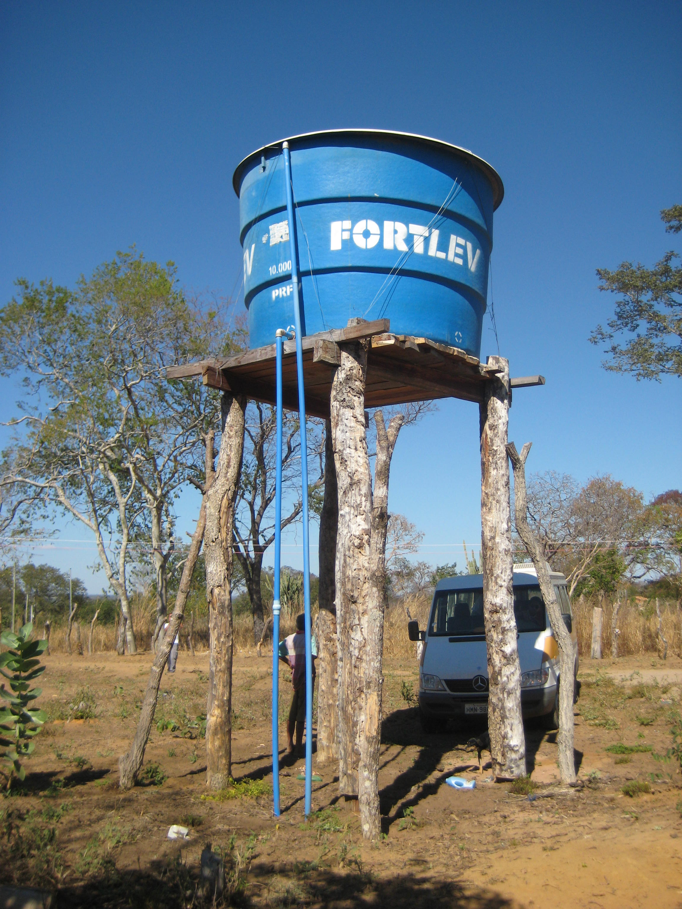 Water tank for collective distribution, Lagedo community, São Francisco, MG