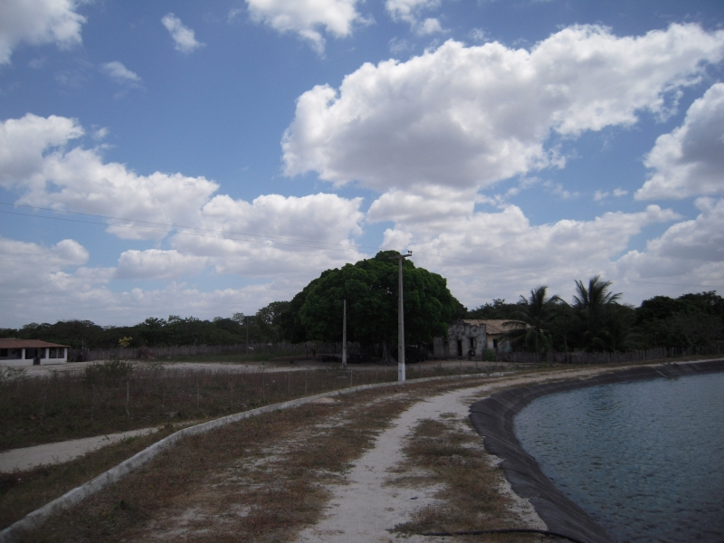 Canal do trabalhador (waterway) close to the community